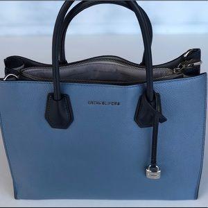 Two-toned blue Michael Kors purse 💙